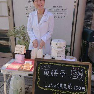 女性鍼灸師の鍼治療